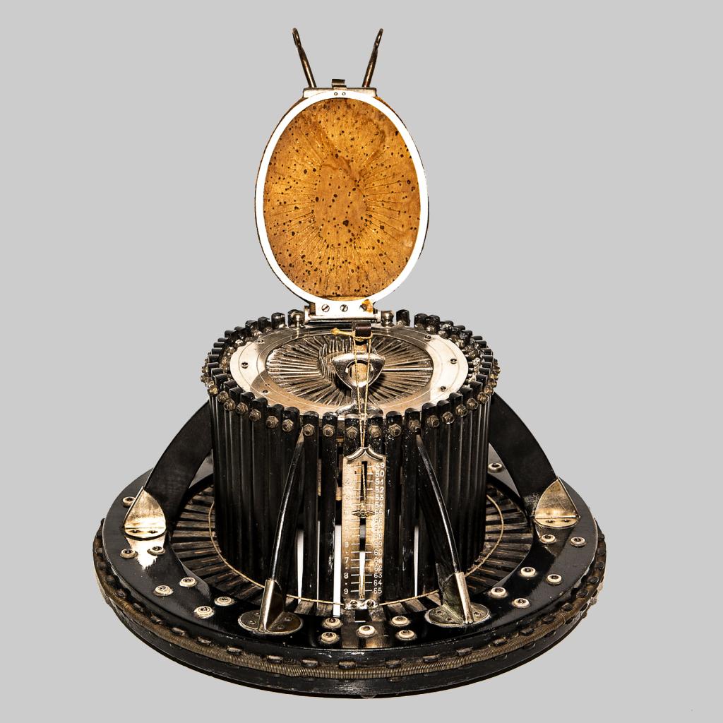 Conformateur de chapelier pour prendre la forme et la mesure de la tête - Fabriqué par la maison Allié-Maillard, Paris, vers 1930