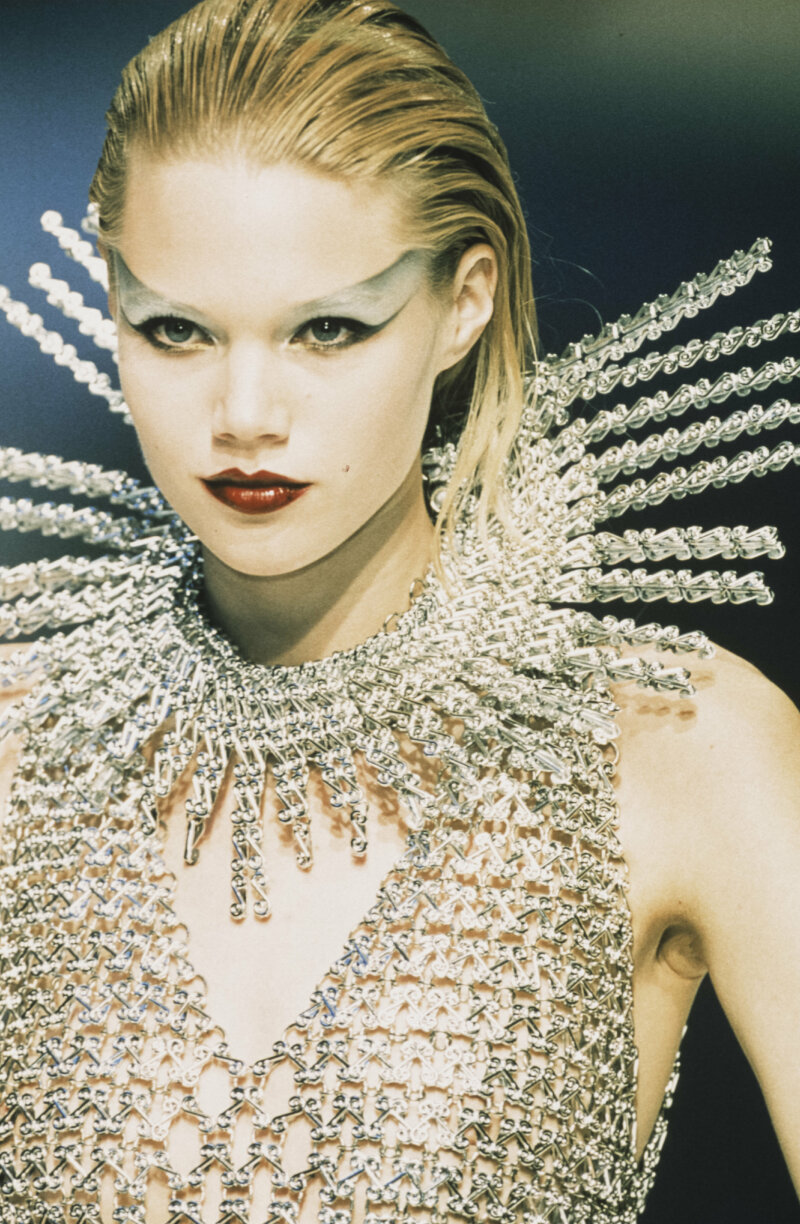 PARIS, FRANCE - JULY: A model walks the runway at the Paco Rabanne Haute Couture Fall/Winter 1997-1998 fashion show during the Paris Fashion Week in July, 1997 in Paris, France. (Photo by Victor VIRGILE/Gamma-Rapho via Getty Images)