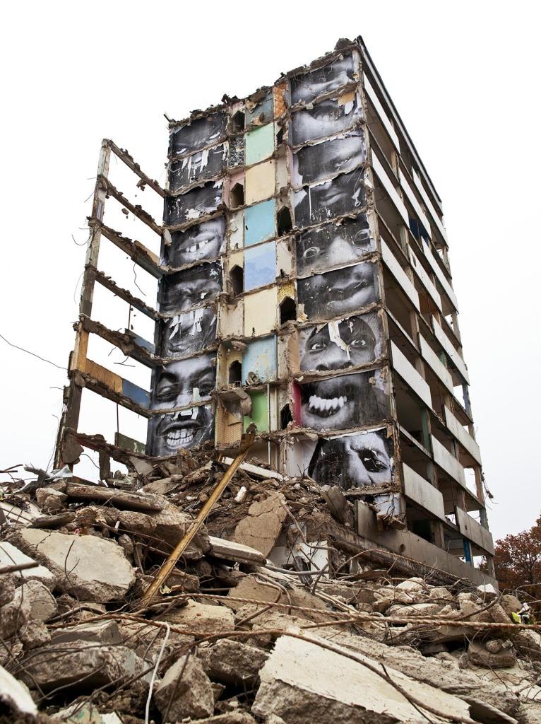JR, 28 Millimètres, Portrait d'une génération, B11, destruction #2, 2013