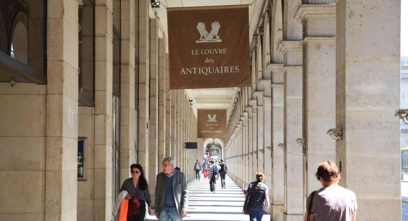 PARIS ( 21.04.2015 )  INAUGURE EN 1978, LE LOUVRE DES ANTIQUAIRES EST UNE GALERIE D'ANTIQUAIRES FACE AU MUSEE DU LOUVRE REGROUPANT UNE SOIXANTE DE GALERIES D'ART.  PHOTO LE PARISIEN OLIVIER BOITET