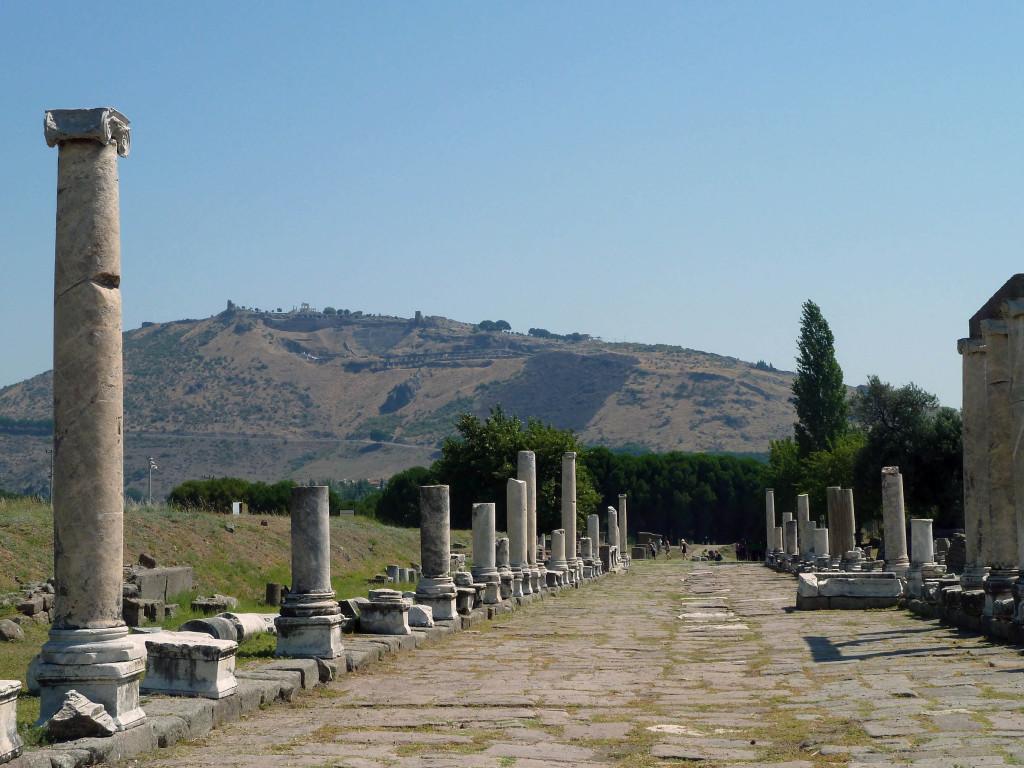 Vue de Pergame, voie sacrée du sanctuaire d'Asclépios