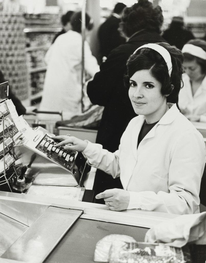 Jean Ribière, Caissière, Hypermarché Montlaur, Montpellier, vers 1960. - Vingt-quatre heures de la vie d'une femme au MAMC Saint-Etienne