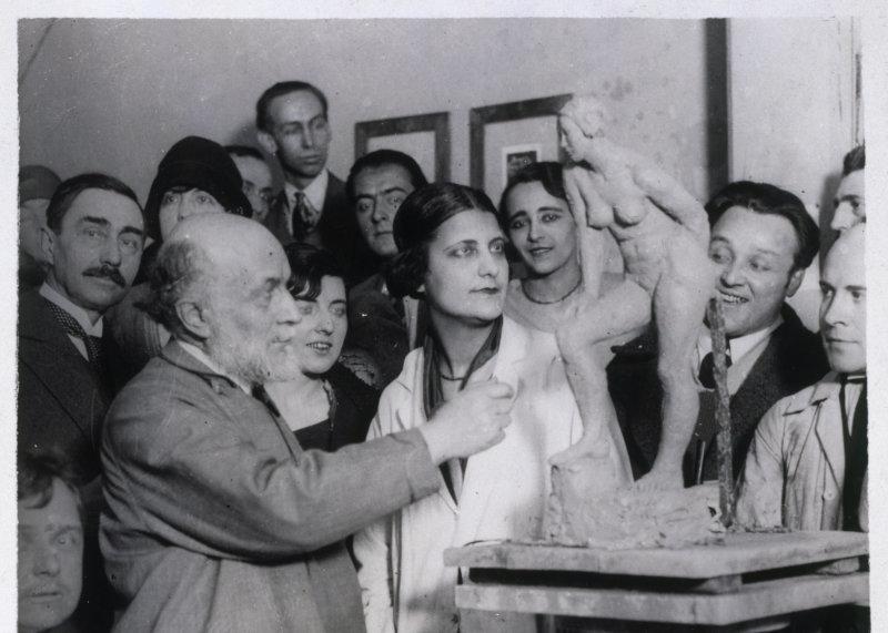 Bourdelle et ses élèves à la Grande Chaumière (Service général de la presse). Paris, musée Bourdelle.