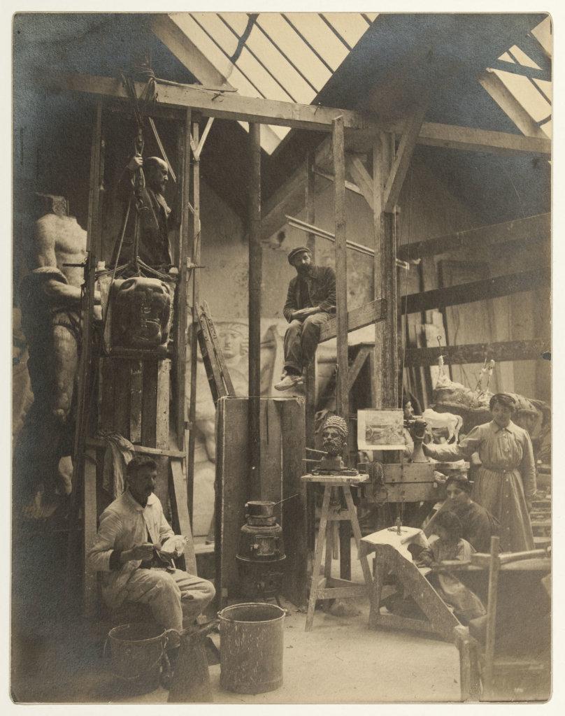 Bourdelle dans les échafaudages, 1917