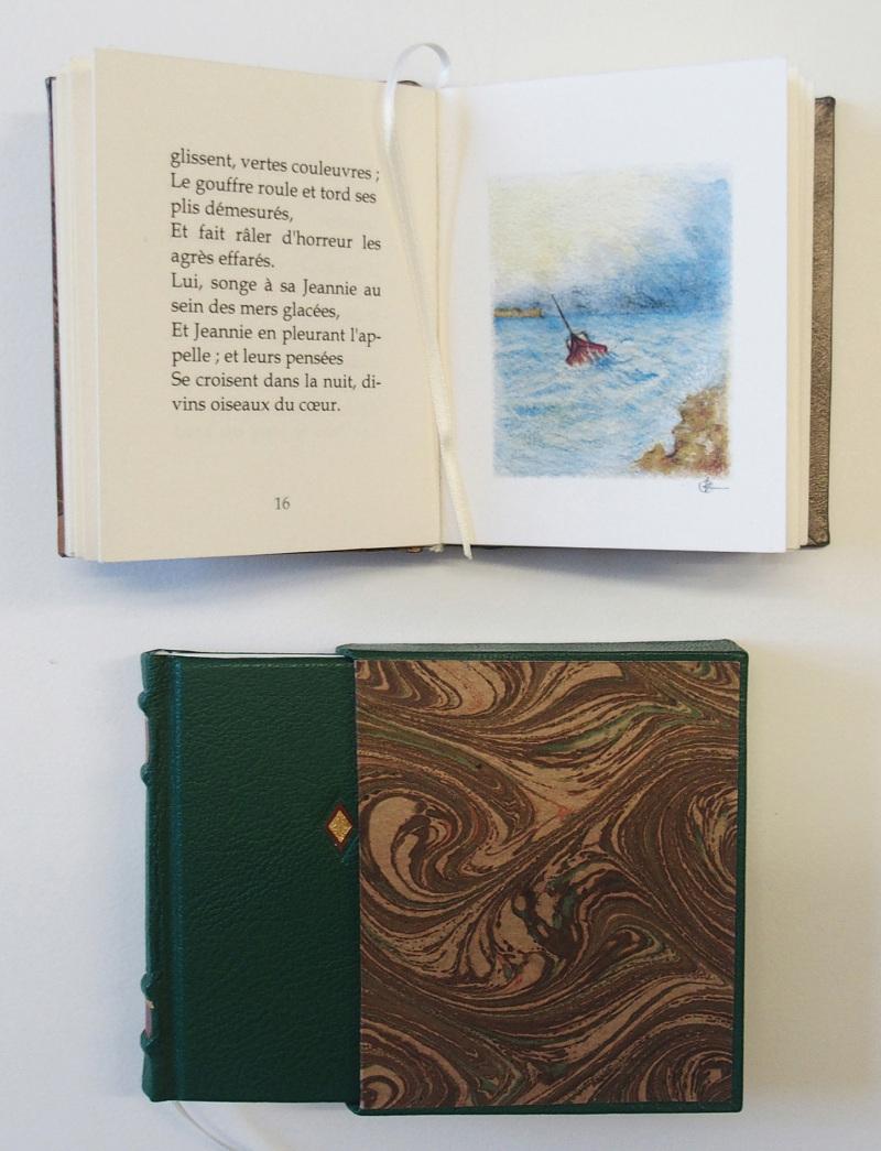 petit livre  Victor Hugo  (c) Mini Ma circa 4 x 4 cm