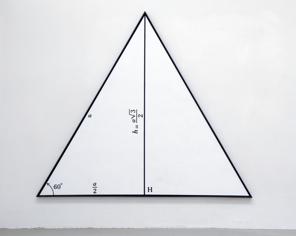Calcul de la hauteur d'un triangle isocèle, 1966