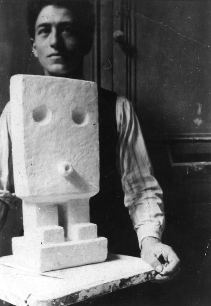 Alberto Giacometti et la sculpture Petit homme en pla¦étre - vers 1927 - Collection Fondation Giacometti, Paris