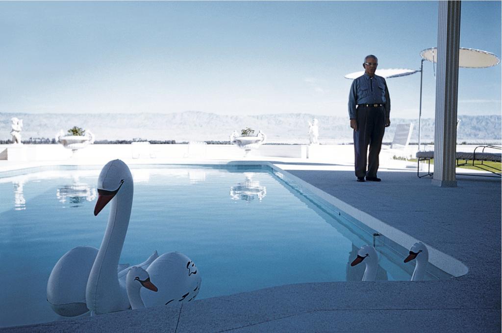 Robert Doisneau, Les cygnes gonflables, Palm Springs 1960