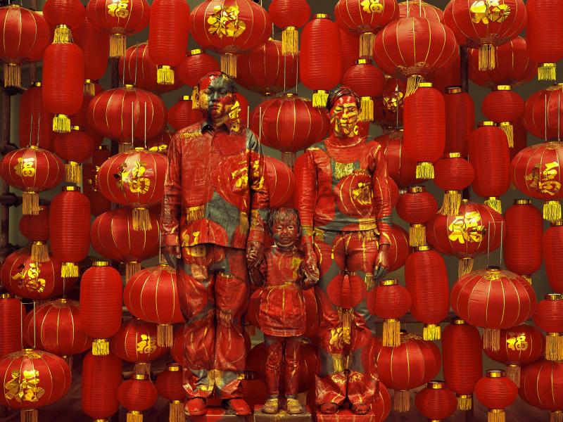 Liu Bolin, Hiding in the City 107, Family Photo, 2012 - Exposition, Liu Bilin, Ghost Stories a la Maison Europenne de la Photographie