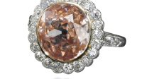 Une bague en diamants, sertie d'un diamants orange-rose de 2,44 carats Estimation $ 120,000 – 180,000 (c) Sotheby's