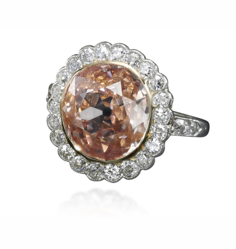 Une bague en diamants, sertie d'un diamants orange-rose de 2,44 carats Estimation $ 120,000 – 180,000 (c) Sotheby's
