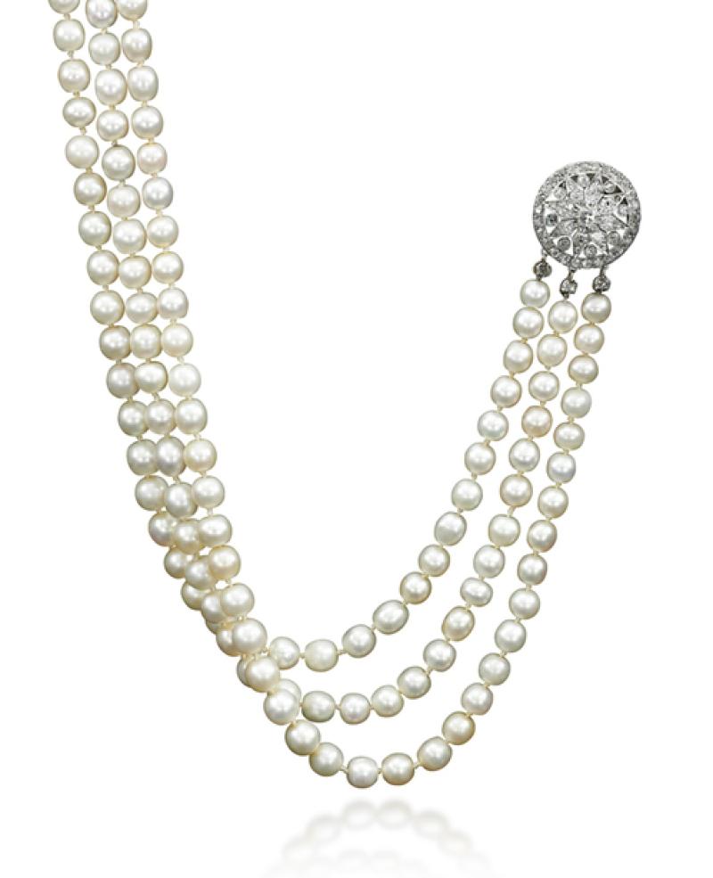 Une rivière de 331 perles naturelles et diamants, Estimation $ 200,000 – 300,000 (c) Sotheby's