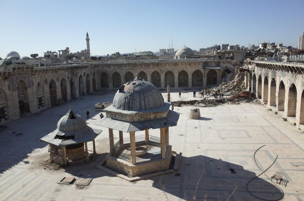 Vue de la mosquée des Omeyyades d'Alep et le minaret écroulé, Syrie