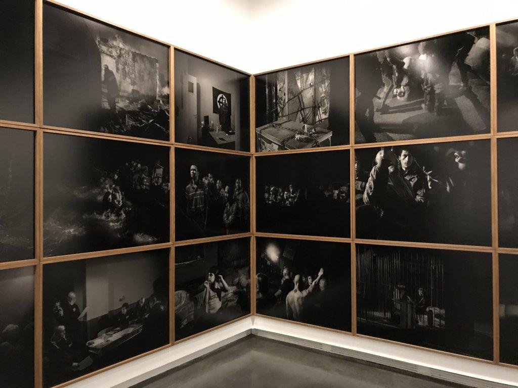Vue de l'exposition Alex Majoli, scene - Le Bal - Paris (10)