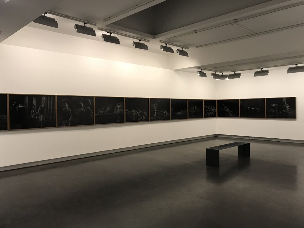 Vue de l'exposition Alex Majoli, scene - Le Bal - Paris (14)