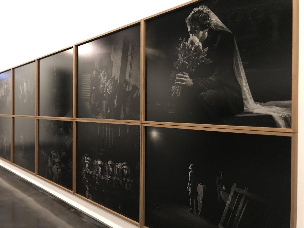Vue de l'exposition Alex Majoli, scene - Le Bal - Paris (20)