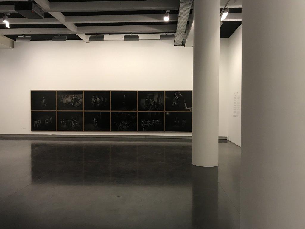 Vue de l'exposition Alex Majoli, scene - Le Bal - Paris (27)