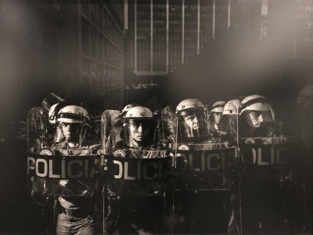 Vue de l'exposition Alex Majoli, scene - Le Bal - Paris (29)