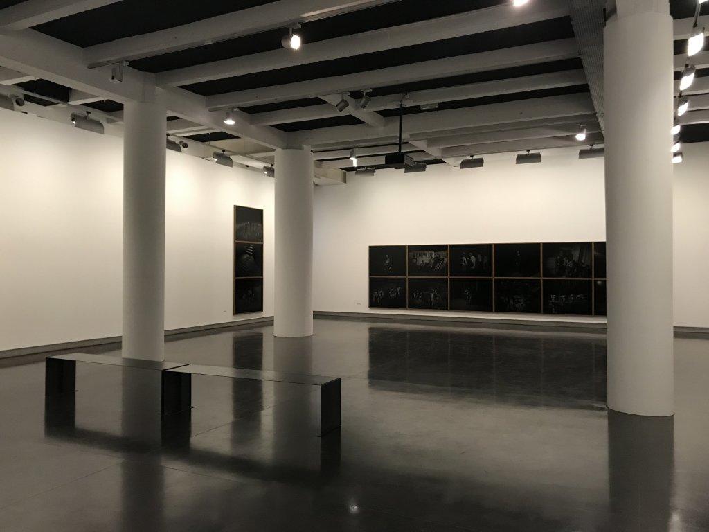 Vue de l'exposition Alex Majoli, scene - Le Bal - Paris (31)