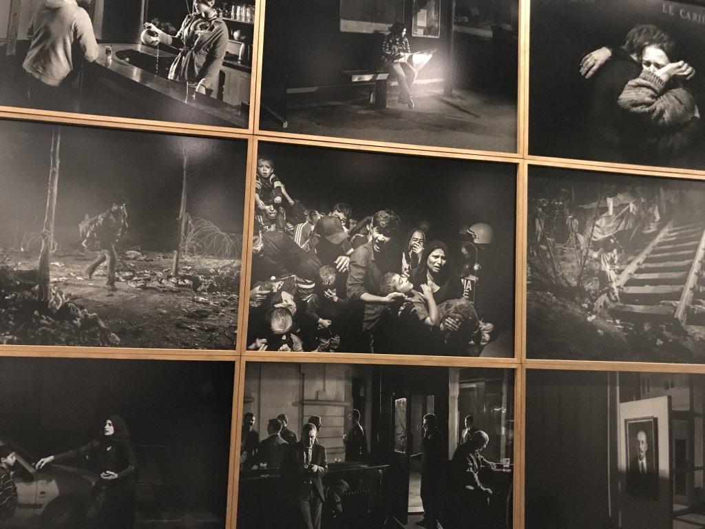 Vue de l'exposition Alex Majoli, scene - Le Bal - Paris (36)