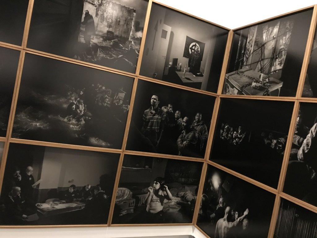 Vue de l'exposition Alex Majoli, scene - Le Bal - Paris (37)