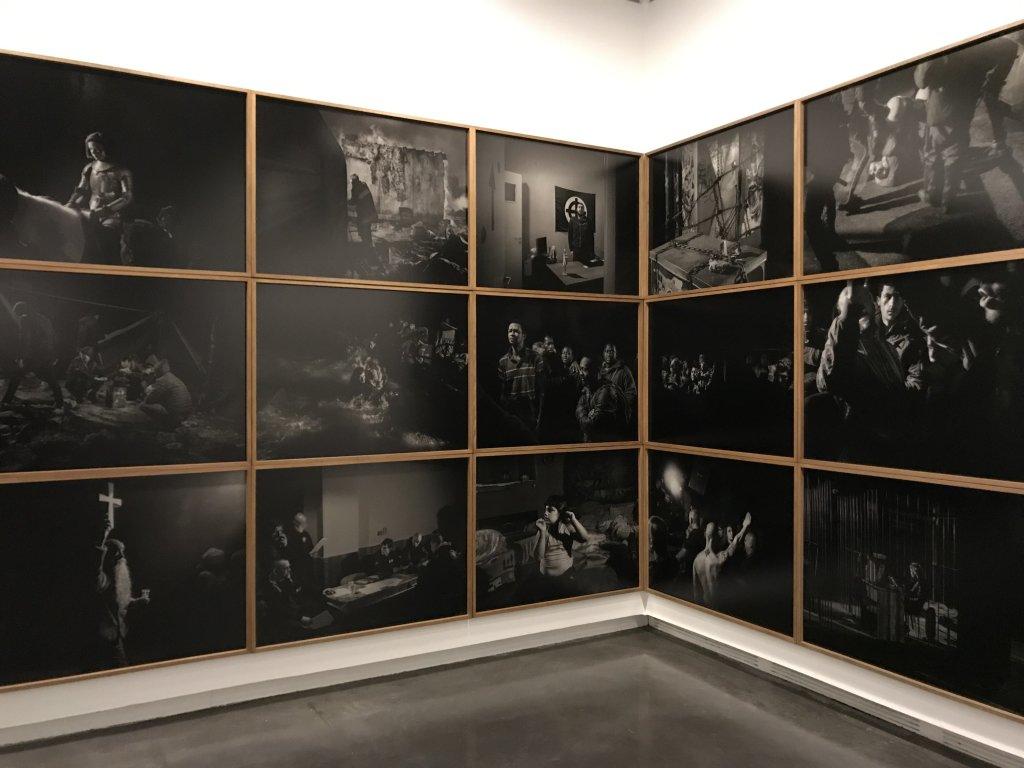 Vue de l'exposition Alex Majoli, scene - Le Bal - Paris (7)