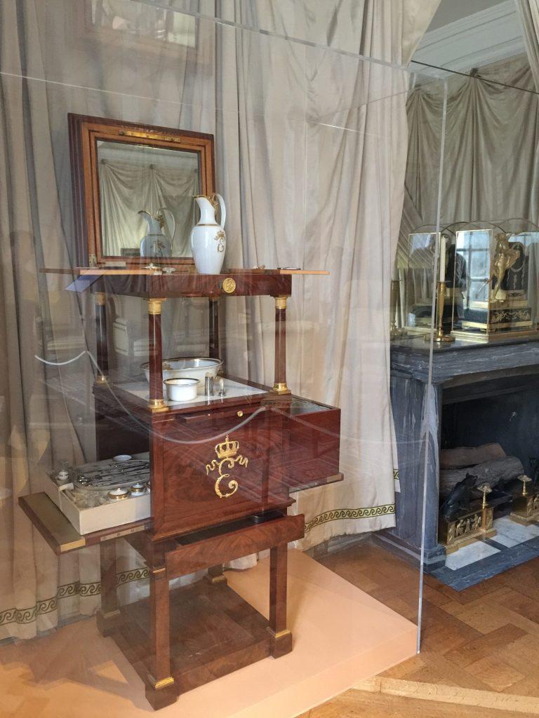 Vue de l'exposition Meubles à Secrets secrets de meubles - Château La Malmaison (16)