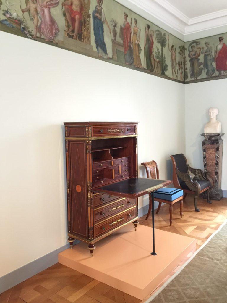 Vue de l'exposition Meubles à Secrets secrets de meubles - Château La Malmaison (23)