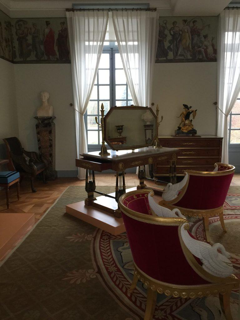 Vue de l'exposition Meubles à Secrets secrets de meubles - Château La Malmaison (24)