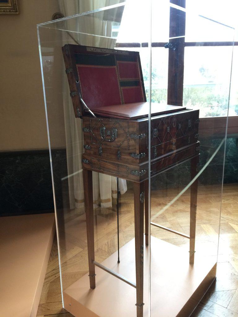 Vue de l'exposition Meubles à Secrets secrets de meubles - Château La Malmaison (29)