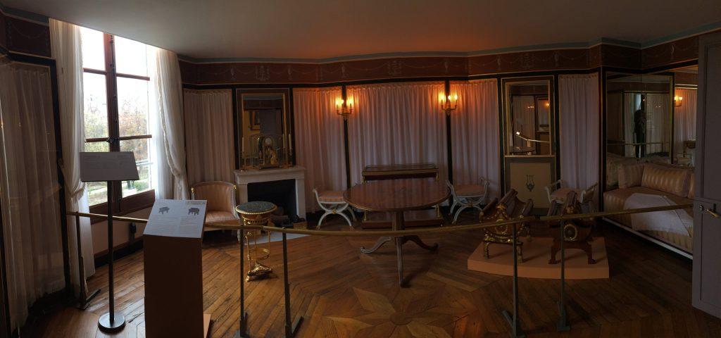 Vue de l'exposition Meubles à Secrets secrets de meubles - Château La Malmaison (32)