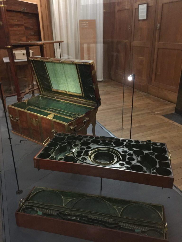 Vue de l'exposition Meubles à Secrets secrets de meubles - Château La Malmaison (33)