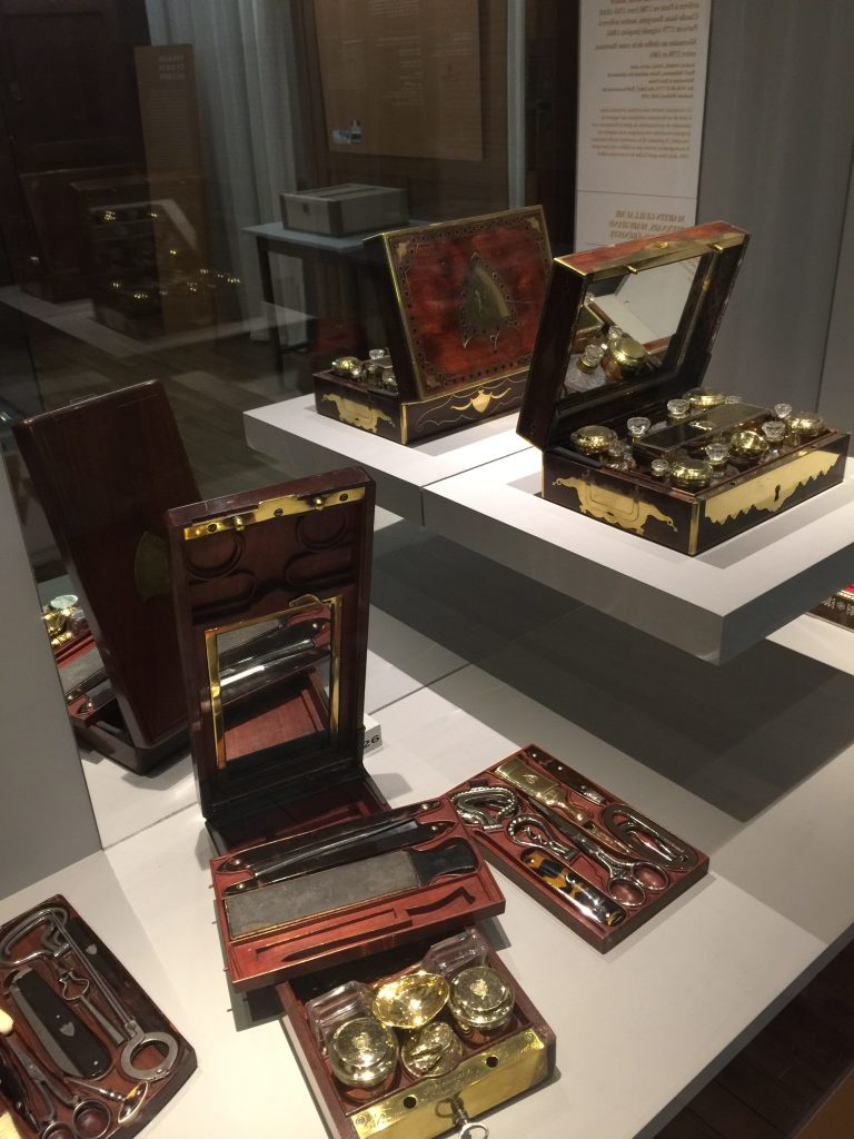 Vue de l'exposition Meubles à Secrets secrets de meubles - Château La Malmaison (35)