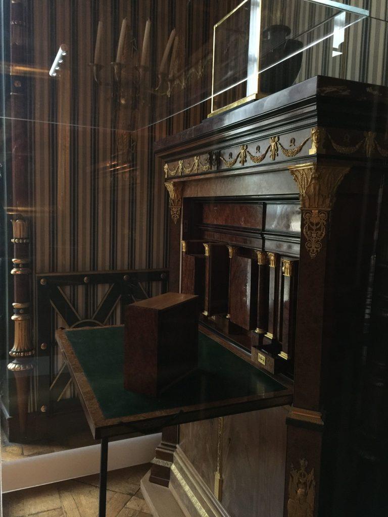Vue de l'exposition Meubles à Secrets secrets de meubles - Château La Malmaison (7)