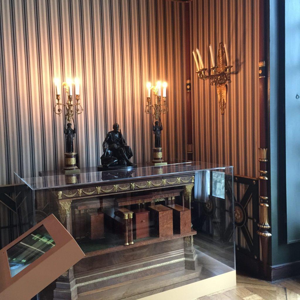 Vue de l'exposition Meubles à Secrets secrets de meubles - Château La Malmaison (8)