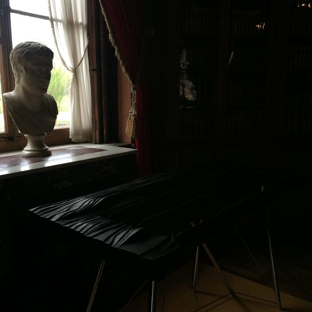 Vue de l'exposition Meubles à Secrets secrets de meubles - Château La Malmaison (9)