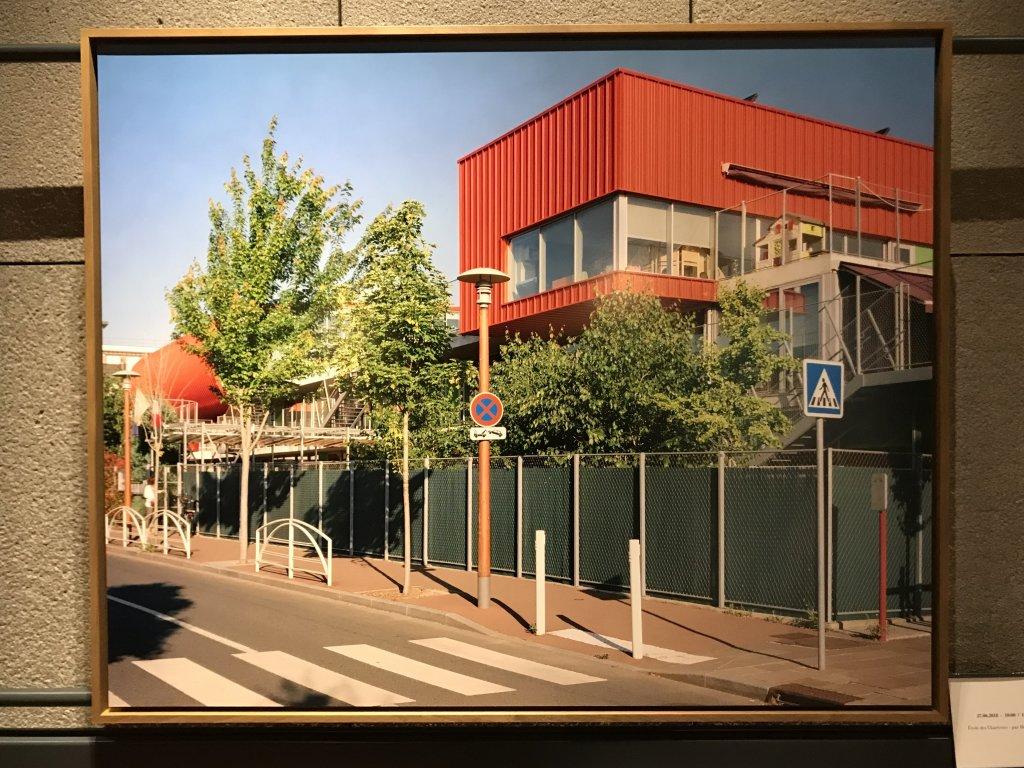 Vue de l'exposition Paysages d'architecture, une promenade à Issy par Raymond Depardon - Musée français de la Carte à Jouer (1)