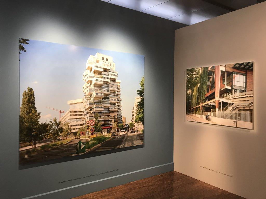 Vue de l'exposition Paysages d'architecture, une promenade à Issy par Raymond Depardon - Musée français de la Carte à Jouer (13)