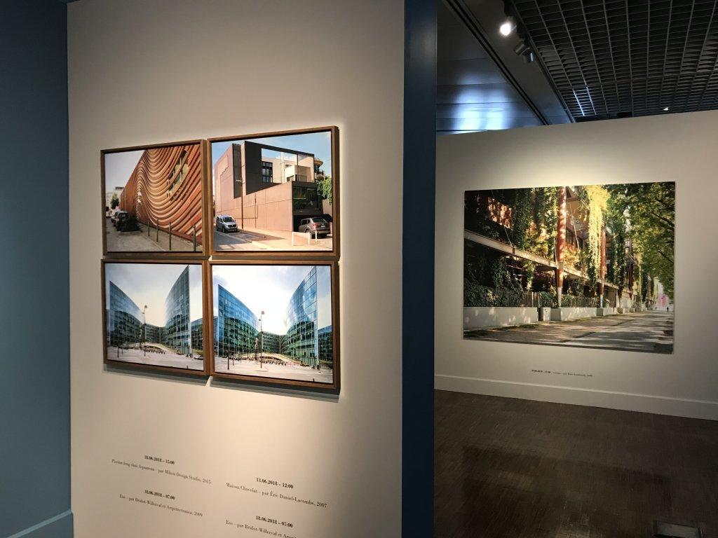 Vue de l'exposition Paysages d'architecture, une promenade à Issy par Raymond Depardon - Musée français de la Carte à Jouer (14)
