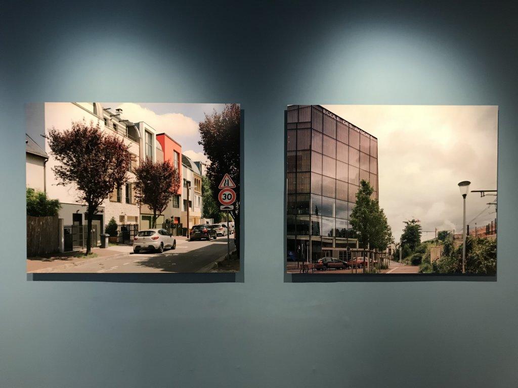 Vue de l'exposition Paysages d'architecture, une promenade à Issy par Raymond Depardon - Musée français de la Carte à Jouer (16)