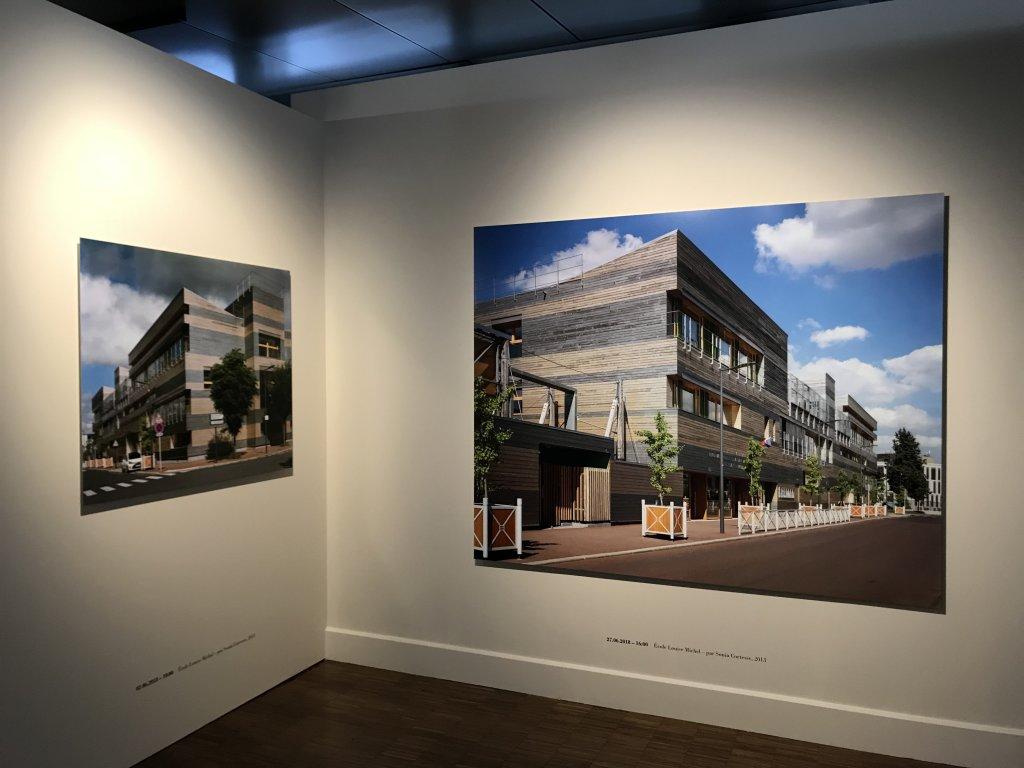 Vue de l'exposition Paysages d'architecture, une promenade à Issy par Raymond Depardon - Musée français de la Carte à Jouer (17)
