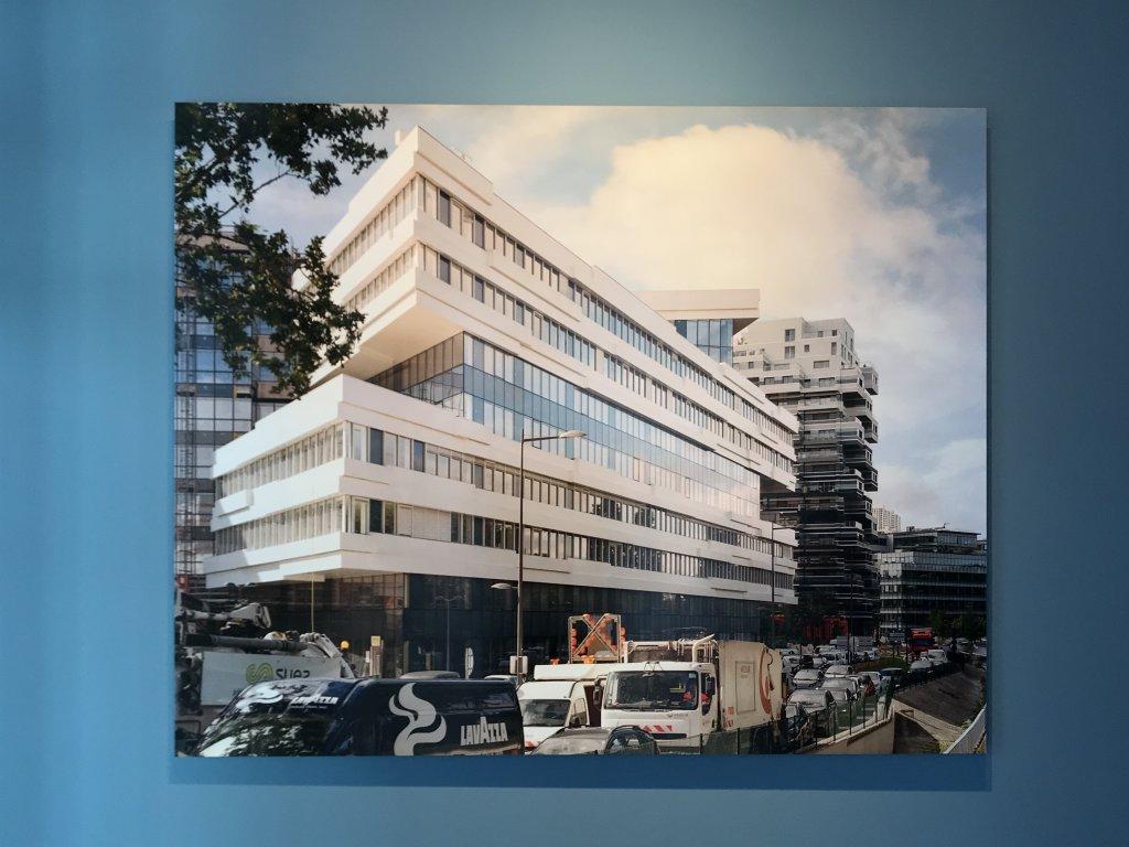 Vue de l'exposition Paysages d'architecture, une promenade à Issy par Raymond Depardon - Musée français de la Carte à Jouer (20)