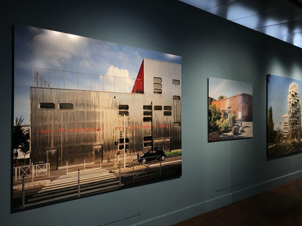 Vue de l'exposition Paysages d'architecture, une promenade à Issy par Raymond Depardon - Musée français de la Carte à Jouer (23)