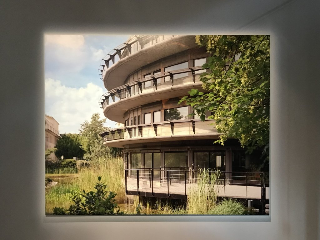 Vue de l'exposition Paysages d'architecture, une promenade à Issy par Raymond Depardon - Musée français de la Carte à Jouer (27)