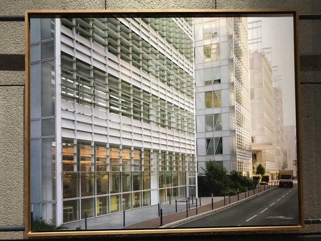 Vue de l'exposition Paysages d'architecture, une promenade à Issy par Raymond Depardon - Musée français de la Carte à Jouer (3)