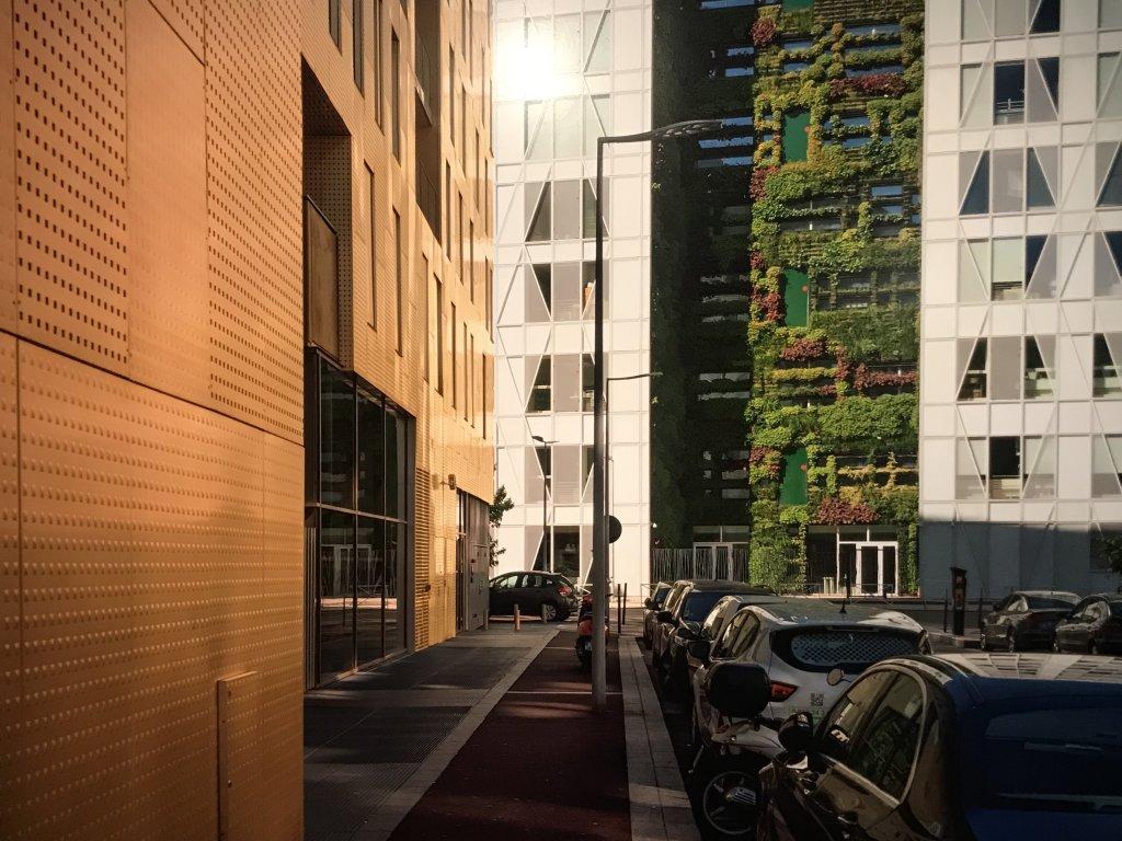 Vue de l'exposition Paysages d'architecture, une promenade à Issy par Raymond Depardon - Musée français de la Carte à Jouer (6)