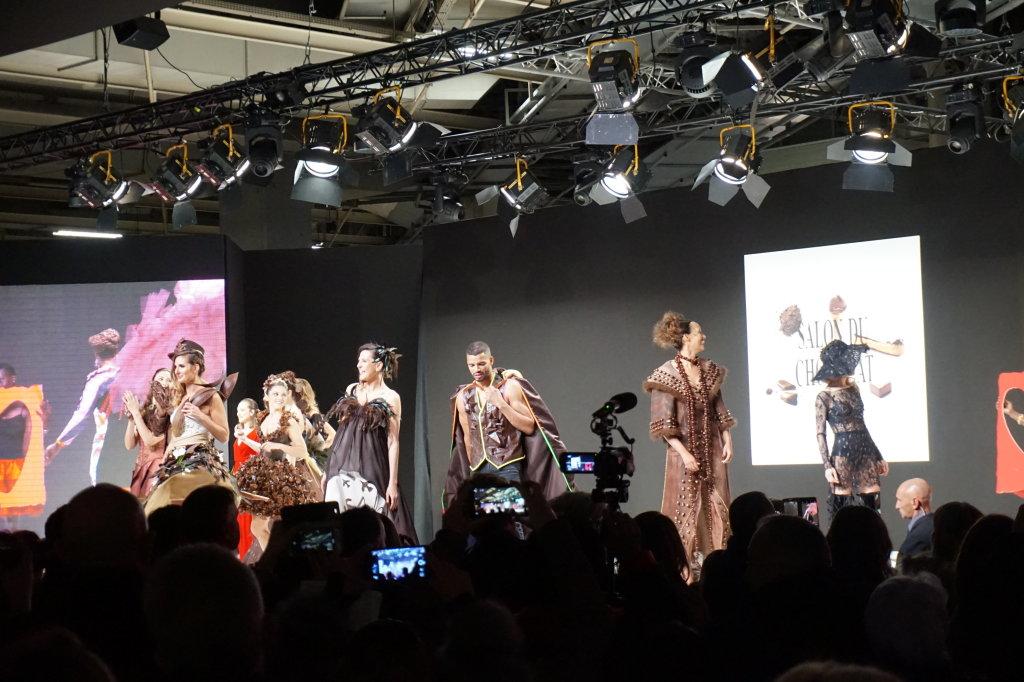 Vue du Salon du Chocolat, Paris 2018 - Vue du défilé de tenues en chocolat (2)