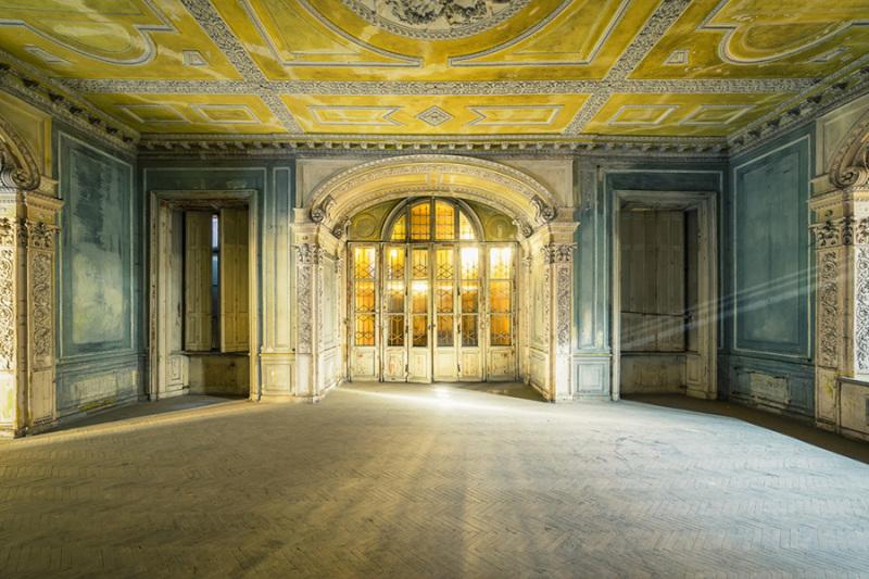 The Beauty of Decay © Michael Schwan