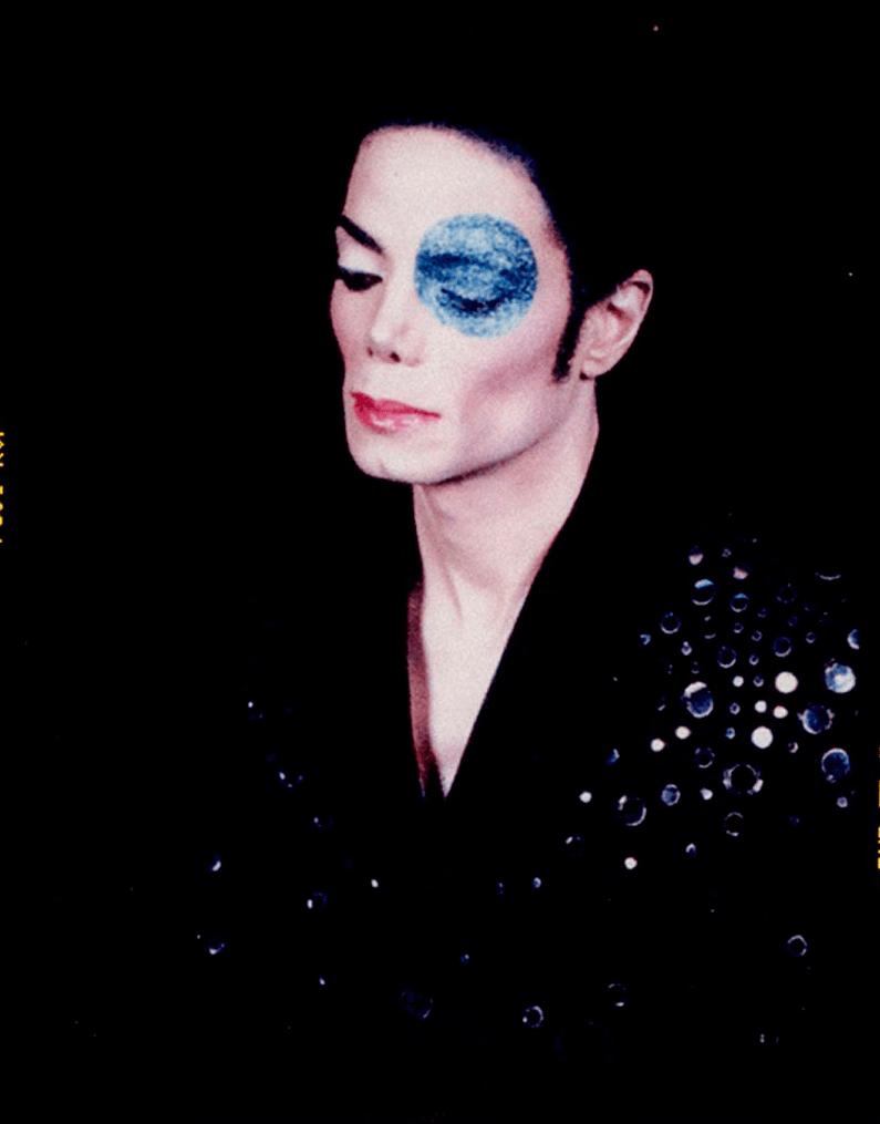 Arno Bani, ''Michael Jackson à l'œil bleu'', 1999 Tirage prestige lambda, Édition limitée de #3/9 88x 69 cm, 7 900€, Copyright © Arno Bani All rights reserved