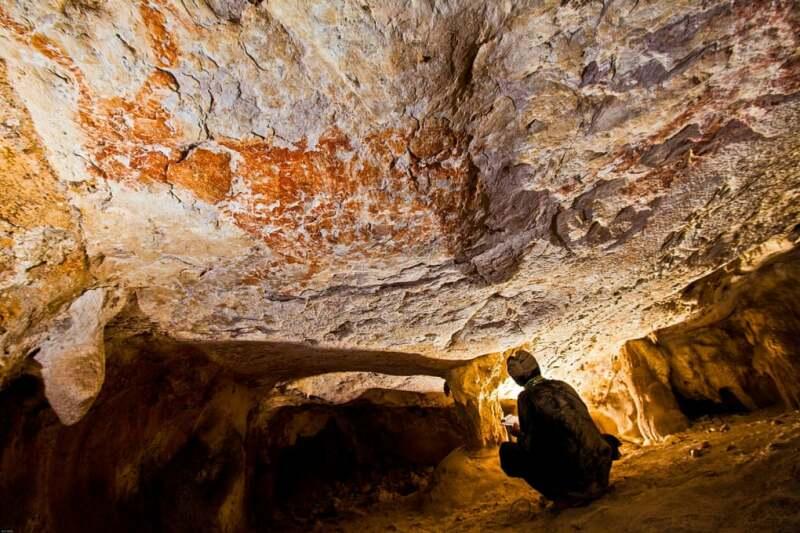 Cave et peintures figuratives récemment découvertes à Borneo, © Pindi Setiawan